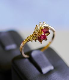 Ring with six Diamonds and three rubies 18 kt - 19 mm