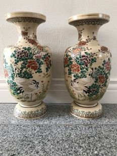 Pair of Satsuma vases by Kinkozan - Japan - ca. 1900 (Meiji period)