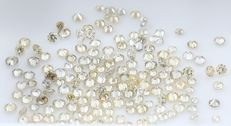 Lot of 85 yellow diamonds - round brilliant cut - 0.56 ct - low reserve price