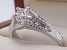 Certified gold diamond entourage ring, approx 0.50 ct in total / 0.25 ct centre stones – **No Reserve**