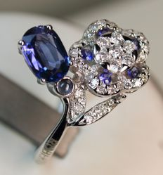 White gold ring (750/1000) with sapphires and diamonds
