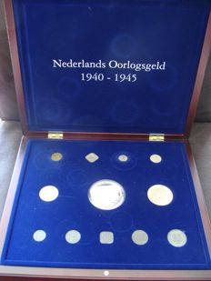 "The Netherlands – 1 cent through 2½ guilder coins 1940/1945 ""Dutch War money"" (12 different ones), including a silver medal, in cassette."