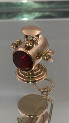 Original artisan pendant, train lantern miniature in 18 kt gold and green and red quartz