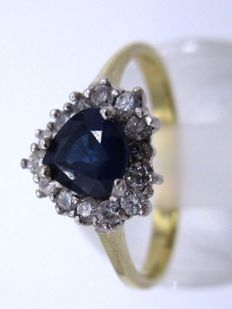 14K Yellow Gold Diamond - Love Heart ring 1970 - With 14 Sparkly Round Cut Diamonds & 1 Natural Sapphire Pear cut.