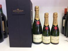 Moët & Chandon Brut Imperial Champagne in Coffret with 2 glasses and 1x bottle 0,75l & 2x demi bottles 0,375l