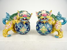 Two porcelain lions - China - Second half of 20th century