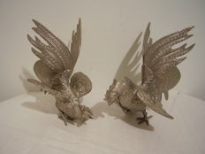 2 decorative rooster figures - 18 / 20 cm high