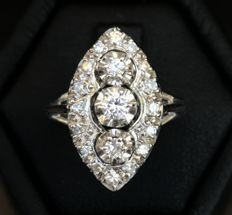 Large antique marquise ring made of 18 kt white gold and brilliant cut H/VS diamonds (0.7 ct)