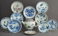 Collection of 10 saucers and a teapot - China - 18th and 19th century
