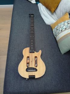 Traveler escape MK II Bass guitar