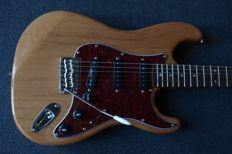 New London City Spitfire MKII, stratocaster model in Natural with tortoise pickguard