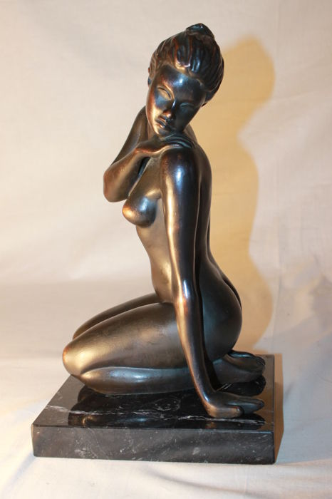 Signed sculpture - 6 Kilos - 20th century