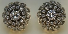 Earrings: With 2 diamonds totalling 1.50 ct.