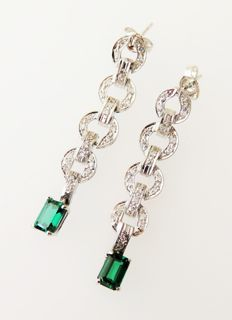 14 kt white gold earrings / drop earrings with tourmalines and diamonds totalling 1.34 ct – dimensions approx. 7.6 x 41 mm