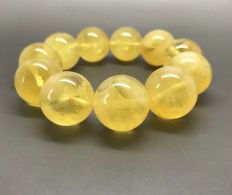 Bracelet of Baltic Amber beads ø17.5 mm, weight 32.5 grams, yellow colour, no reserve