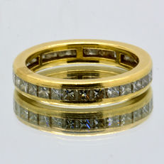 Infinity ring of 18 kt gold with 30 diamonds totalling 1.55 ct