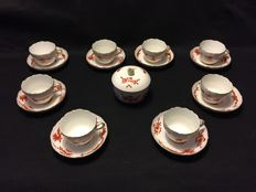 Meissen porcelain cups with saucers and sugar bowl, Red Dragon