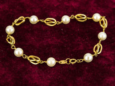 18kt yellow gold – Bracelet with birdcage links – Akoya pearls – Length: 18.00 cm