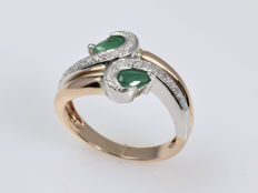 Gold (14 kt). Ring. Diamonds. Emeralds. Size: 53 (ø 16.8 mm)
