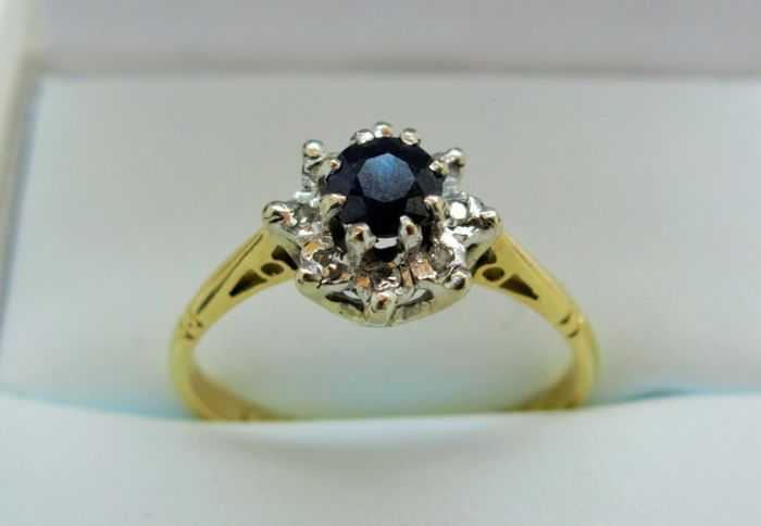 Sapphire and Diamond 18K gold 'Flower' Ring - Size O (54 5/8)