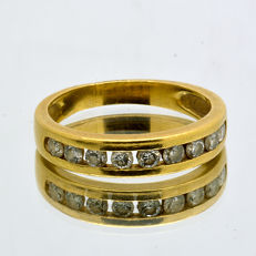 Half-eternity wedding ring made of 18 kt Gold with 9 diamonds of 0.45 ct in total
