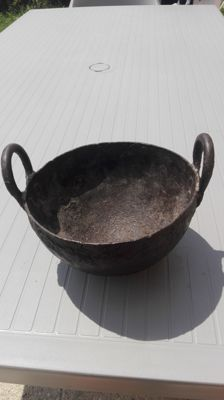 Wrought iron kettle from the Middle Ages - 180 mm diameter - 110 mm high