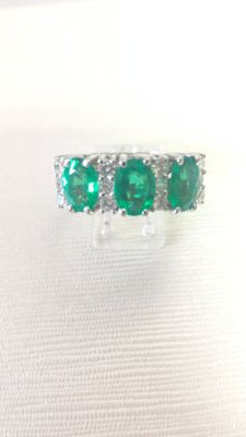 Ring with 1.90 ct emeralds and 0.47 ct diamonds.