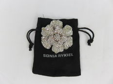 Vintage Sonia Rykiel brooch in the shape of a rose, with rhinestones.