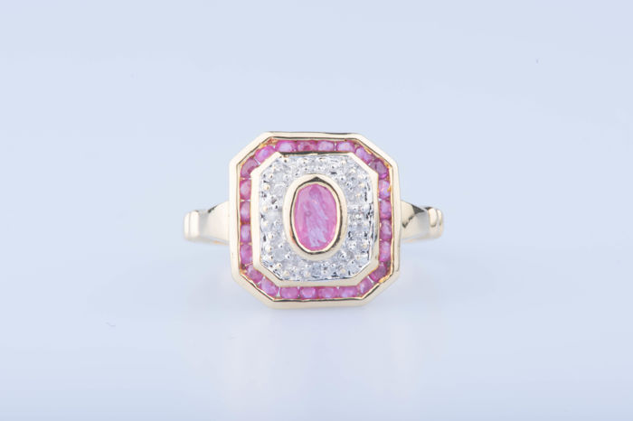 Ring in 18 kt yellow gold, with 1 central ruby, approx. 0.10 ct, 23 rubies approx. 0.46 in total, 8 diamonds approx. 0.08 ct in total