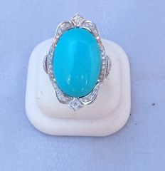 Ring with large setting, genuine turquoise and Top Wesselton diamonds, colour G, clarity VS, totalling  1.40 ct - 18 kt white gold  12 g - Total ring weight: 13.8 g