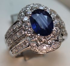 White gold ring (750/1000) with sapphires and diamonds – Size: 19/59