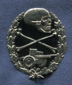 Spain. Breast badge. Anti-tanks. For private. Black painted. Used by the Blue Division and the Nationalist Army in the Spanish Civil War .