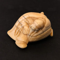 Ivory netsuke of Gama Sennin - Japan - ca 1910