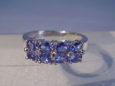 Silver ring with 8 tanzanites totalling 1.20 ct