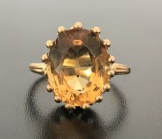 18 kt yellow gold ring decorated with a large and luminous solitary citrine of 5 ct