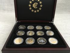 France - Set of 17 medals 'The First Strikes in Tribute to Euro' partly gilded - Silver