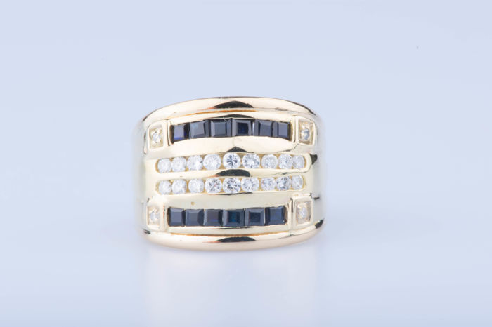 18 kt yellow gold ring, 4 diamonds about 0.04 ct, 18 diamonds about 0.36 ct, 12 baguette sapphires