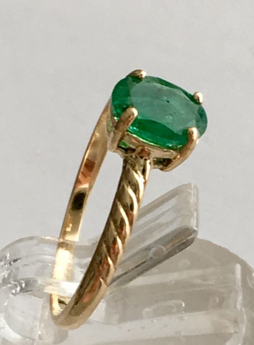 Made in Spain new cocktail ring in 18 kt yellow gold, with Brazilian oval-cut emerald of 1.20 ct in prongs setting, and inner ring shank measuring 18.50 mm in diameter.
