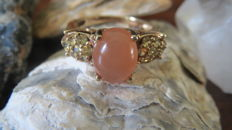 Gold ring set natural Cabochon cut Agate and 14 Peridots