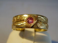 Victorian gold men's ring with ruby circa 1890/90