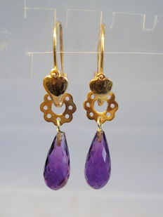 Golden earrings with facetted amethyst droplets of 7 ct.