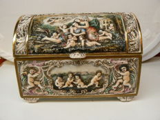 Capodimonte - Beautiful large lidded box with decor in relief