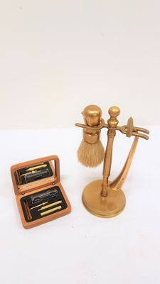 Classical razor - gold-plated and brass shaving set on standard
