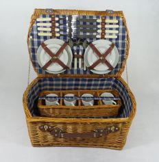 Nostalgic reed picnic basket for classic cars - 4 people - 52x34x20 cm