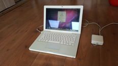 Apple Macbook White (A1181) - 13''inch, 1.83Ghz INTEL Dual Core, 2GB Ram, 60 GB HD incl. Charger