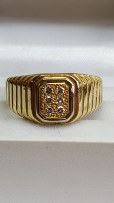 18 karat yellow gold men's ring set with diamonds, 0.12 ct.