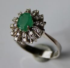 14Kt White gold flower shape ring with a natural Emerald and natural brilliant cut Diamonds of approx 1.18Ct totaal H/VS2