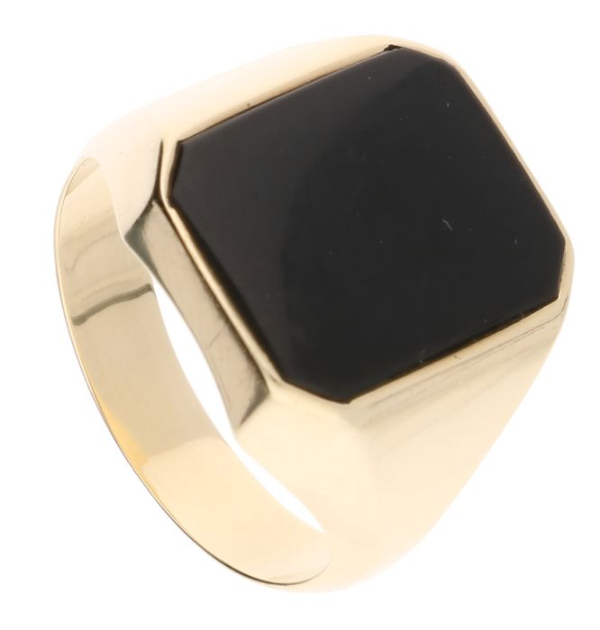 14 kt Yellow gold signet ring set with onyx – Ring size 20.5 mm