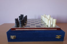 Nacre chess and velvet box