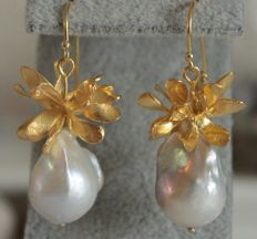 Silver earrings with baroque pearls – Length: 4.7 cm
